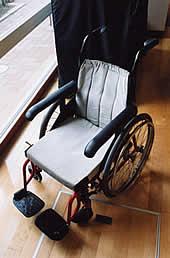 体型に合わせた車椅子の写真