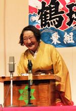 講談を熱演する田邊さん