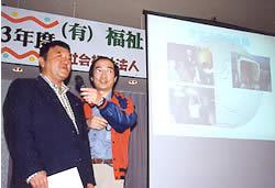 グランプリを受賞した早坂さん(左)と向谷地さんとのユーモアあふれるやりとりに、会場は爆笑の連続