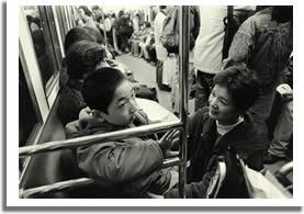 病院へ向かう電車の中の写真