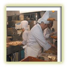 パン焼き作業風景の写真