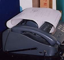 「しんぐるまざぁず・ふぉーらむ」の事務所には、今日も問い合わせのFAXが届く