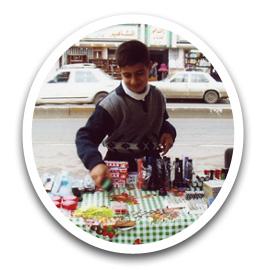 食品などが売られている露天の写真